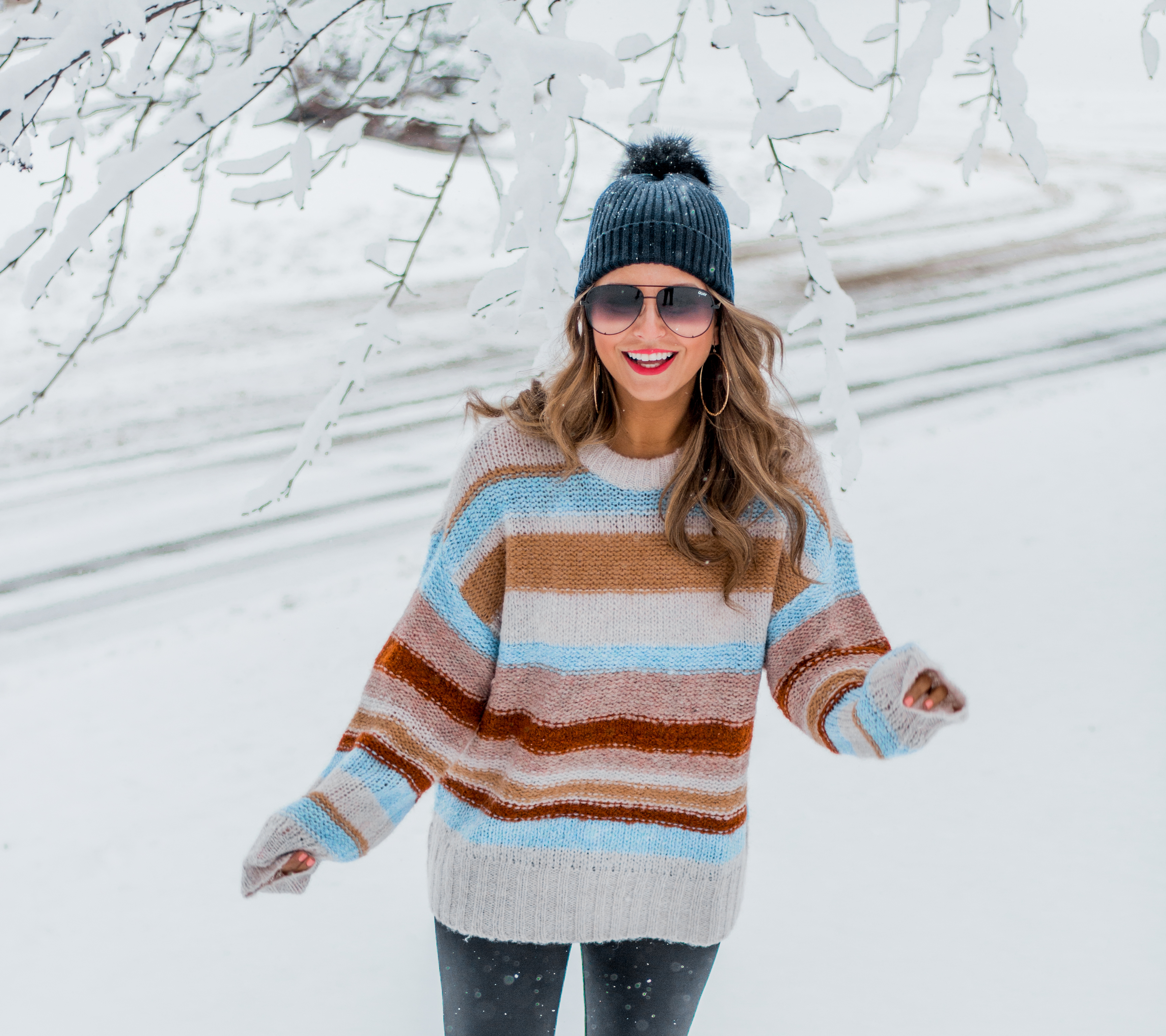 Women's Fashion - American Eagle Sweater - Hunter Boots - Beanie - Snow Day - OOTD - Fashion Blogger - Winter Fashion - 3