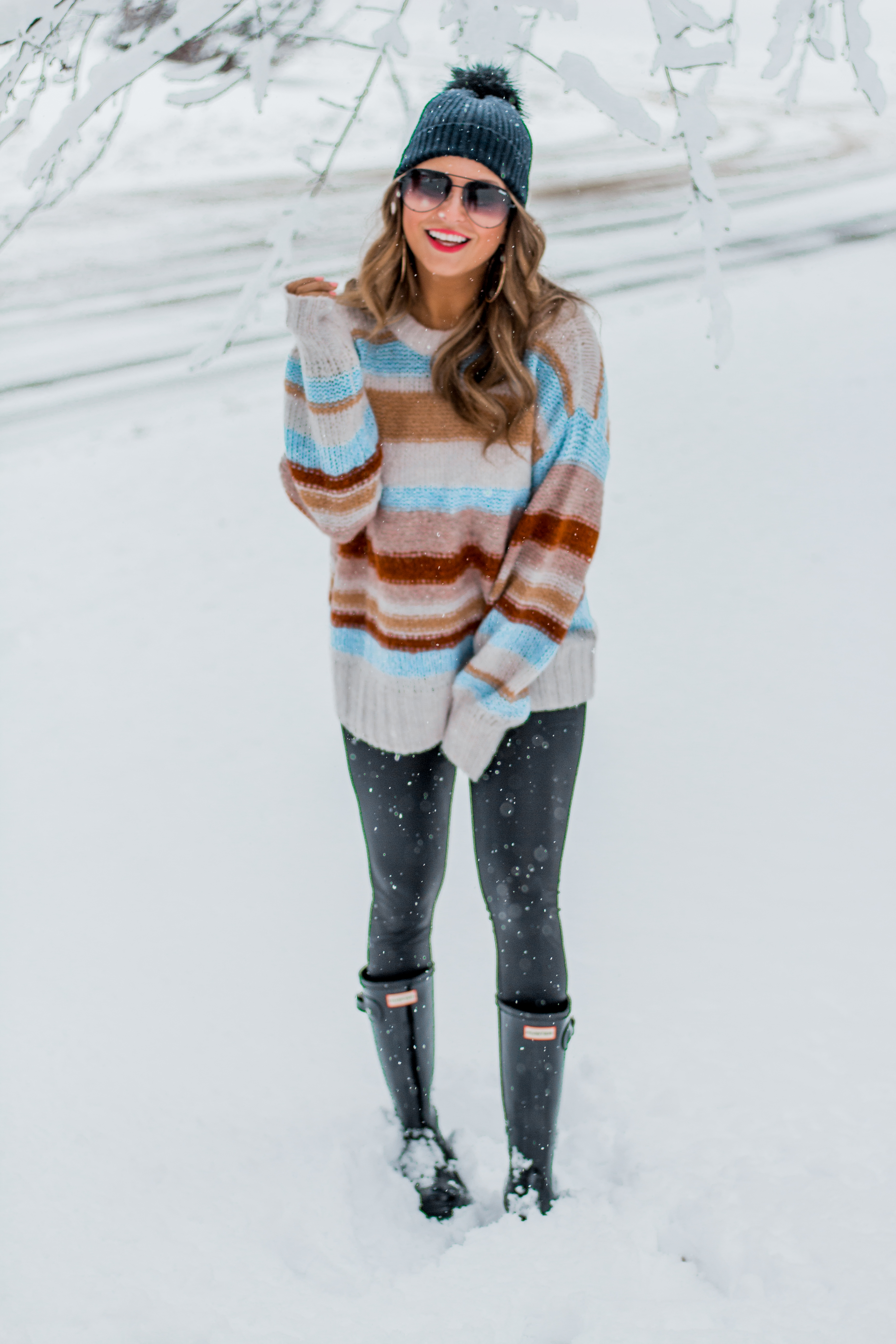 Women's Fashion - American Eagle Sweater - Hunter Boots - Beanie - Snow Day - OOTD - Fashion Blogger - Winter Fashion - 12