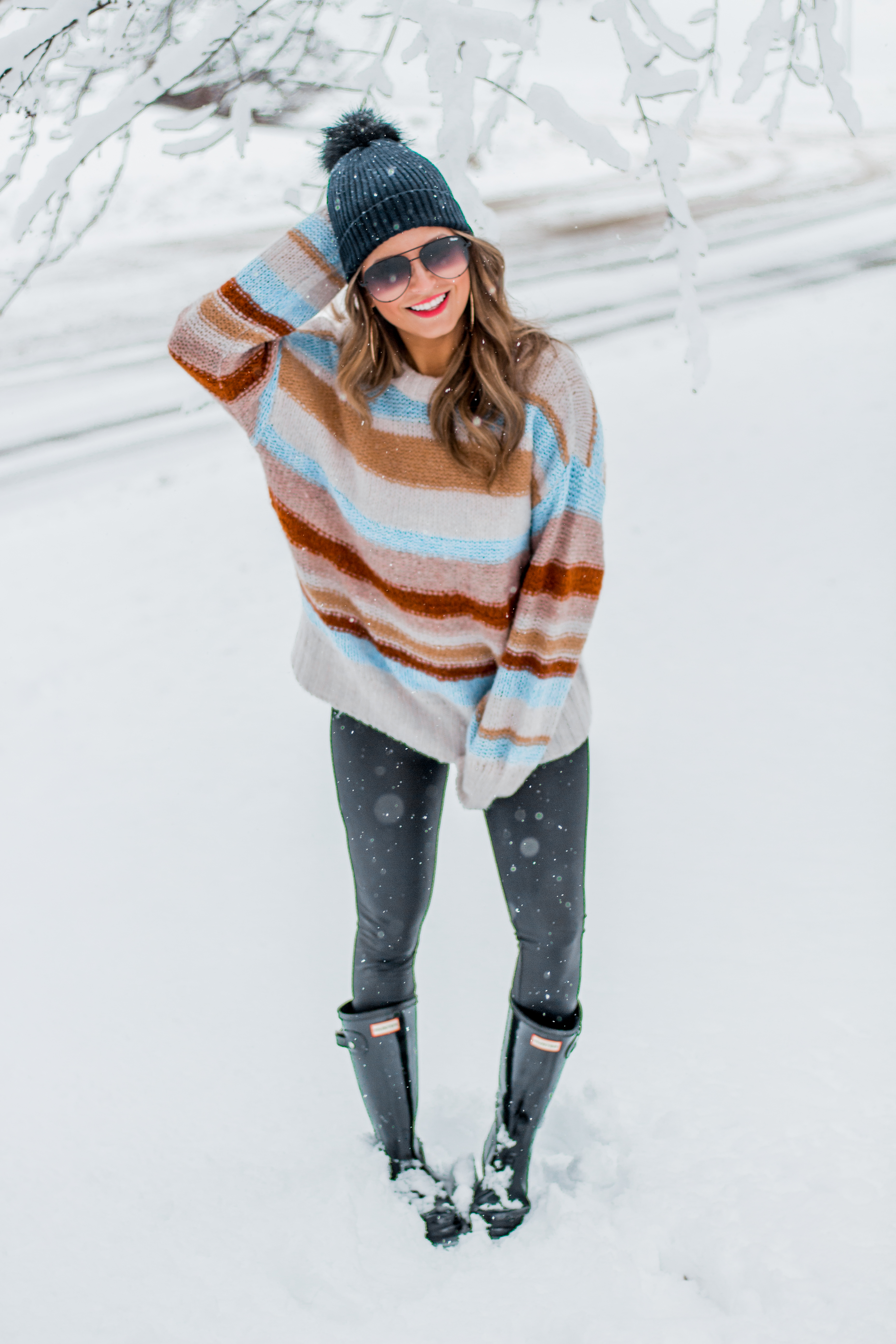 Women's Fashion - American Eagle Sweater - Hunter Boots - Beanie - Snow Day - OOTD - Fashion Blogger - Winter Fashion - 2