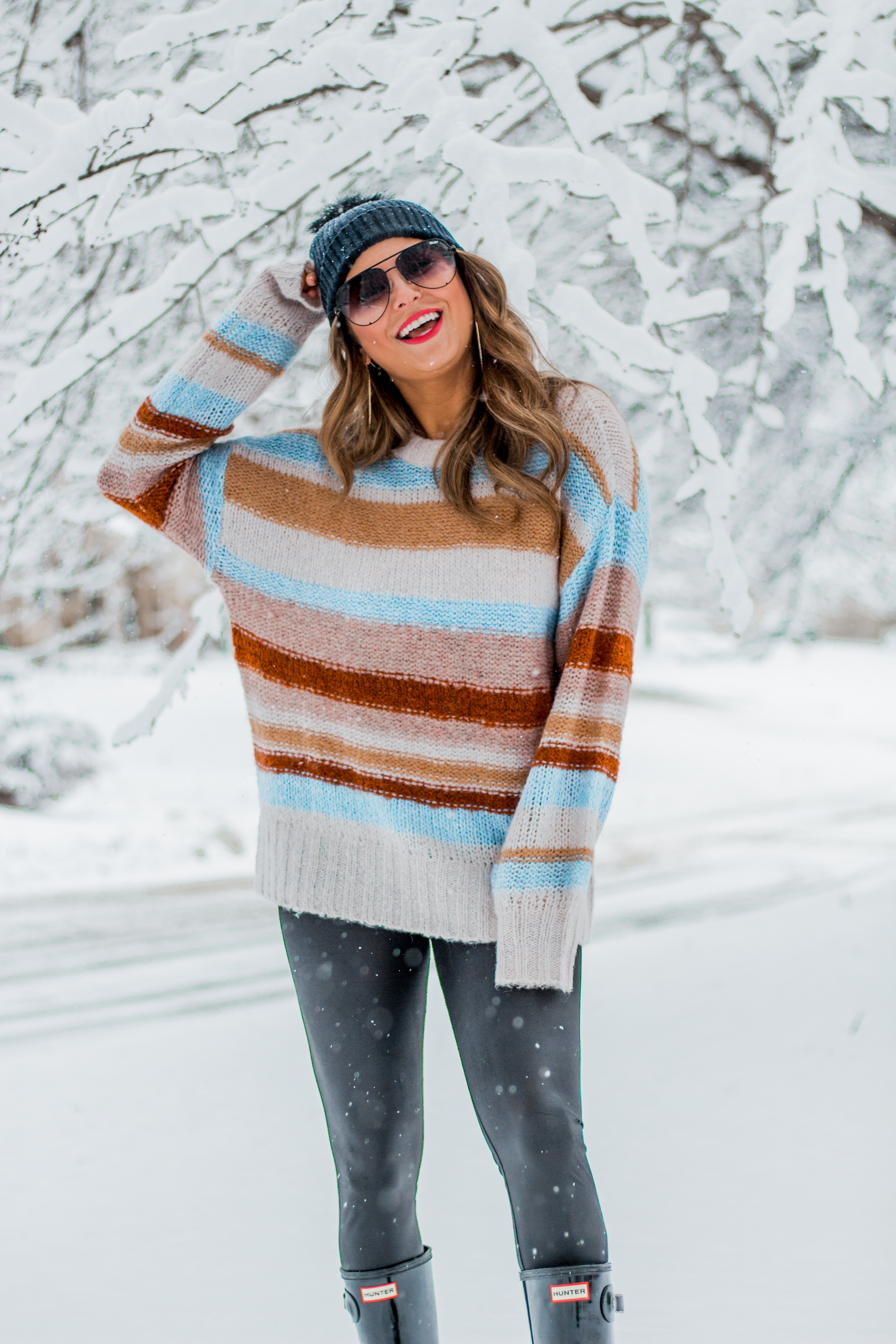 Women's Fashion - American Eagle Sweater - Hunter Boots - Beanie - Snow Day - OOTD - Fashion Blogger - Winter Fashion - 8