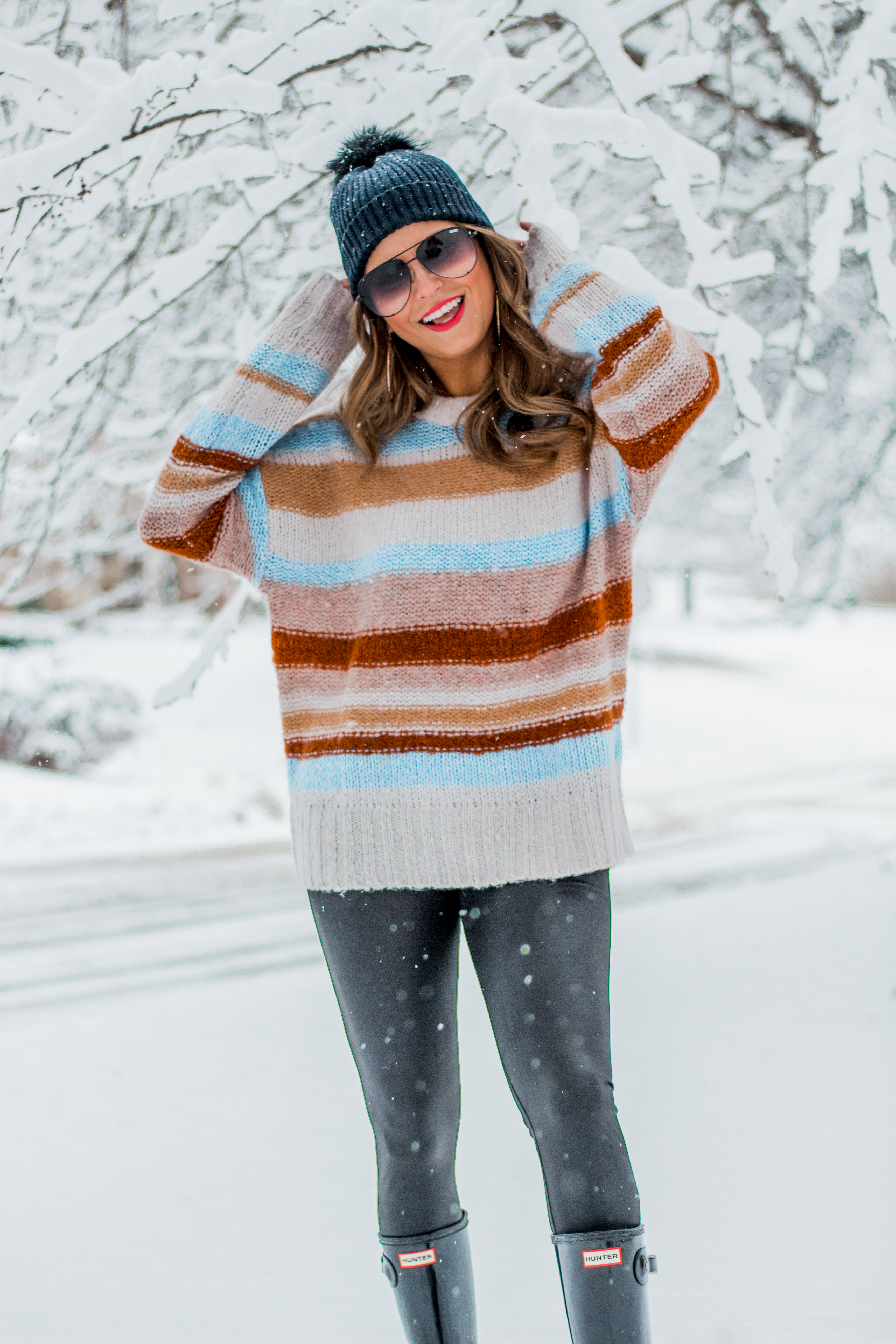 Women's Fashion - American Eagle Sweater - Hunter Boots - Beanie - Snow Day - OOTD - Fashion Blogger - Winter Fashion - 13