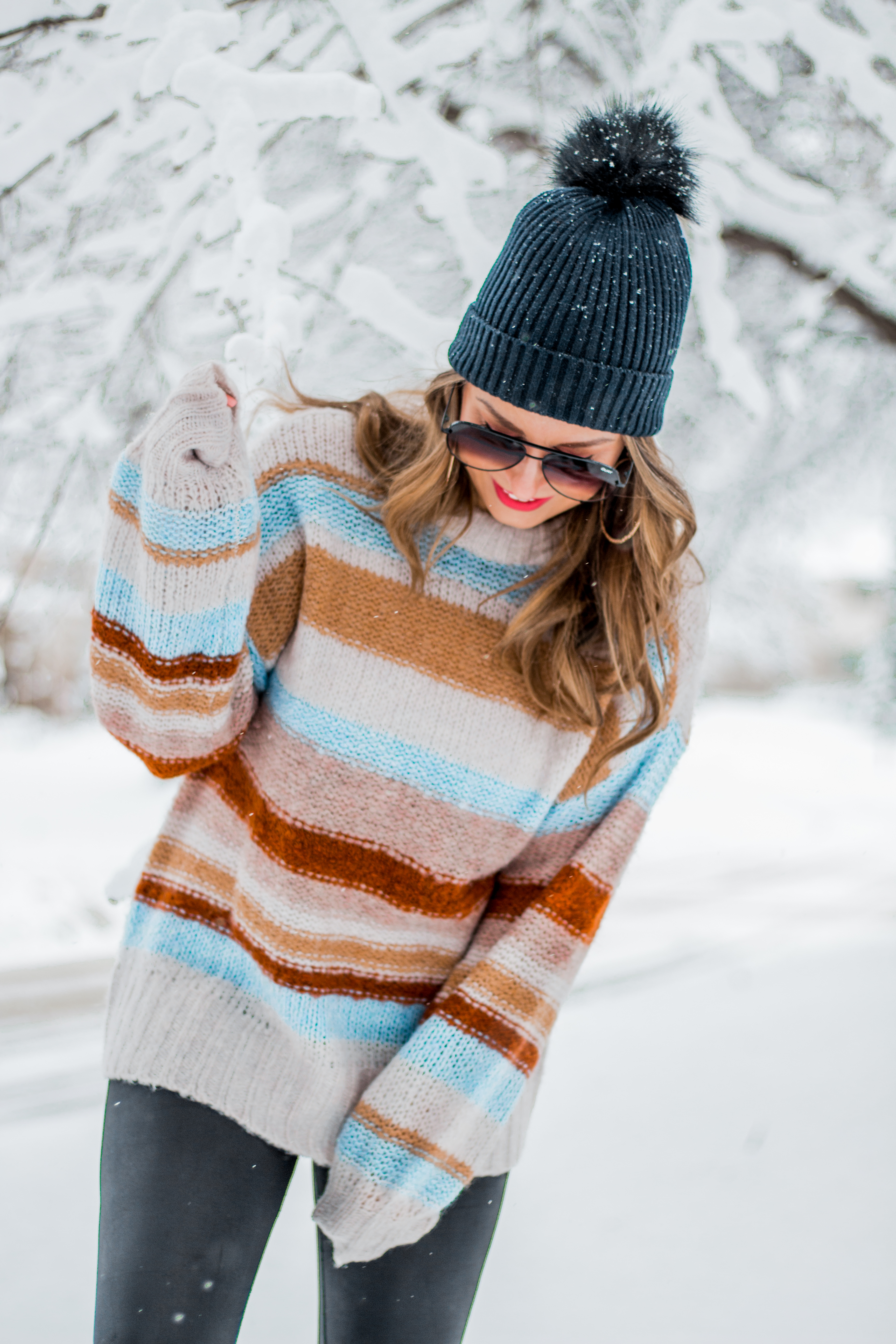 Women's Fashion - American Eagle Sweater - Hunter Boots - Beanie - Snow Day - OOTD - Fashion Blogger - Winter Fashion - 5