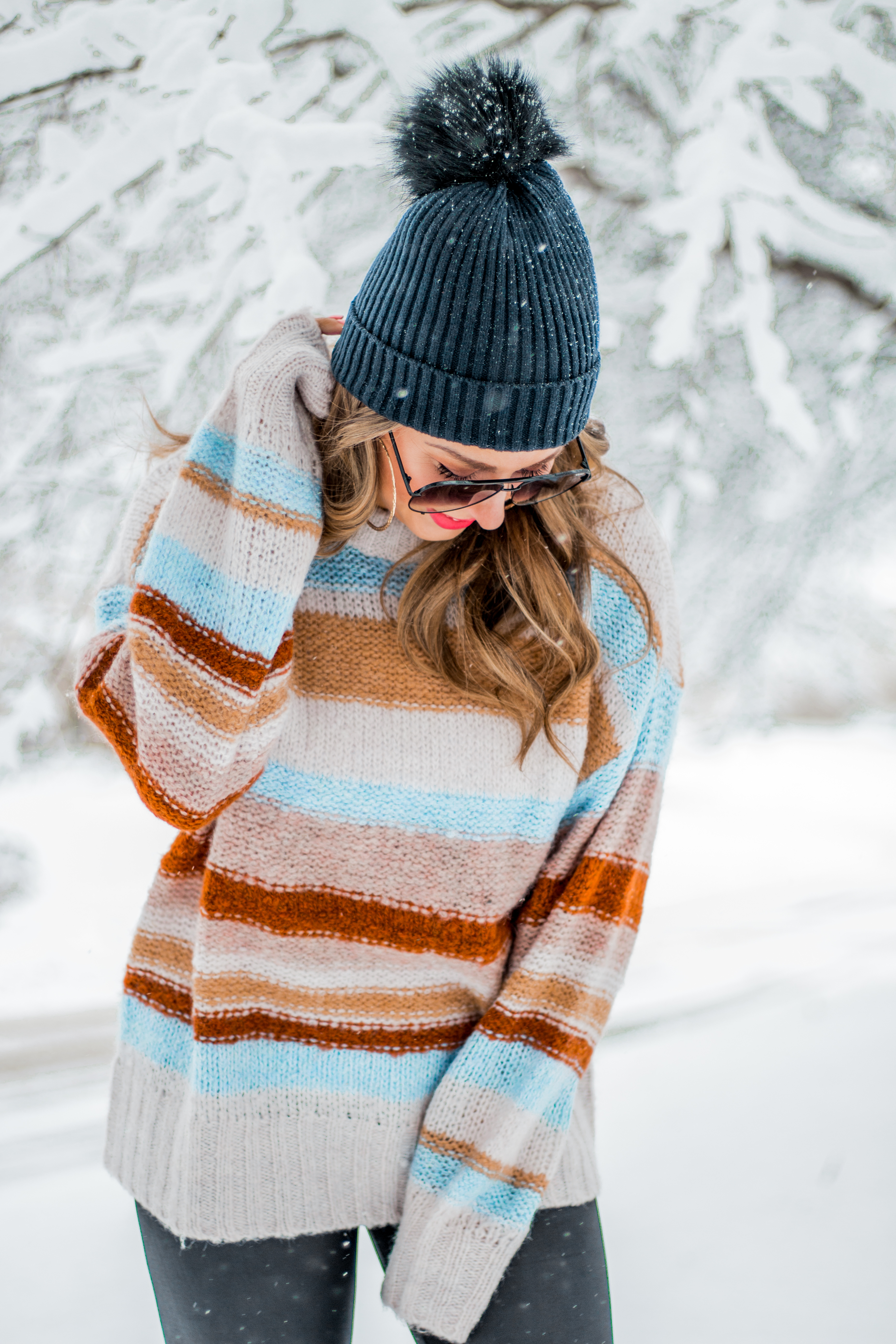 Women's Fashion - American Eagle Sweater - Hunter Boots - Beanie - Snow Day - OOTD - Fashion Blogger - Winter Fashion - 1