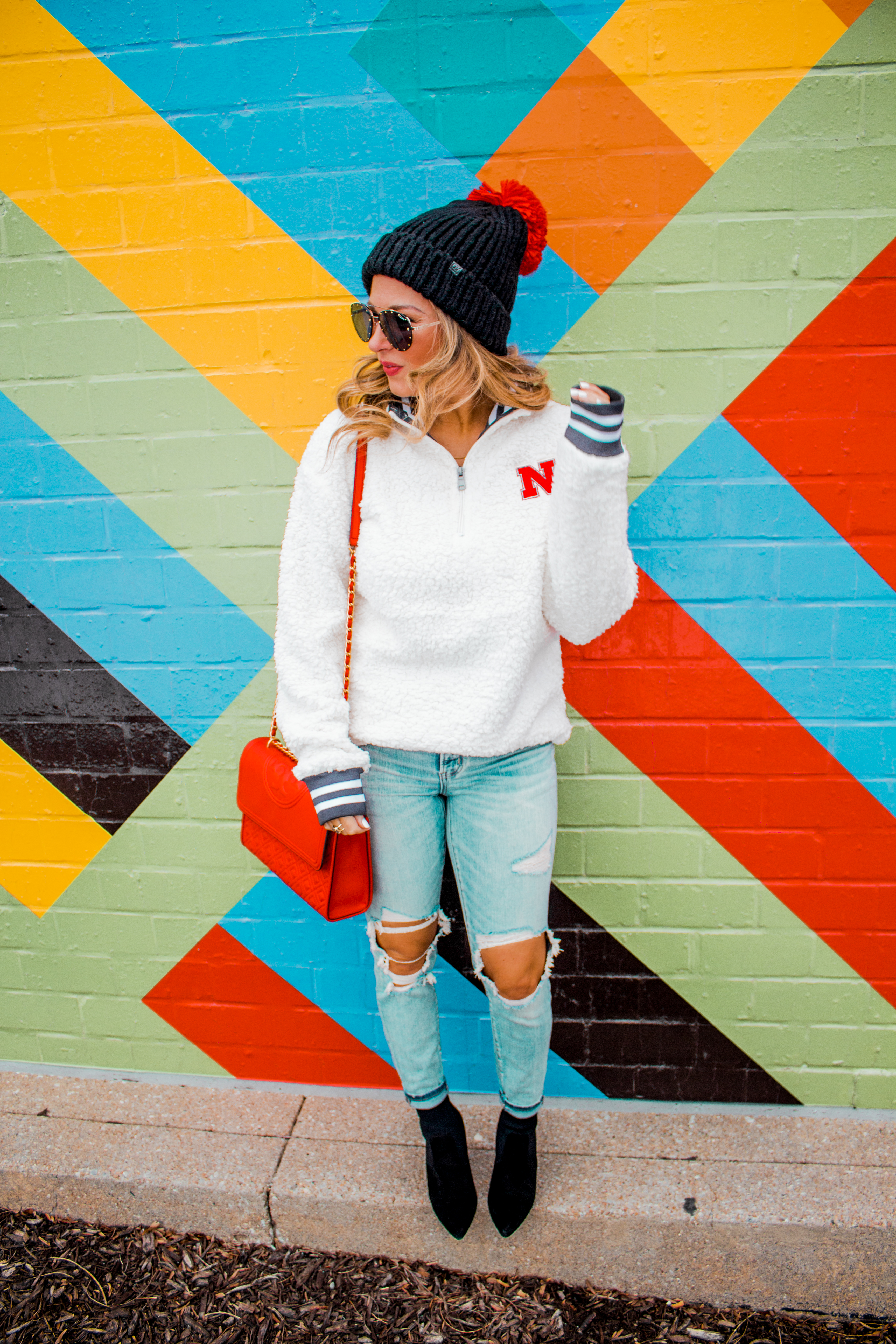Nebraska - Women's Fashion - Sherpa - Husker - Pullover - Husker Gear - Omaha Blogger - Sabby Style - Casual Outfit - 1