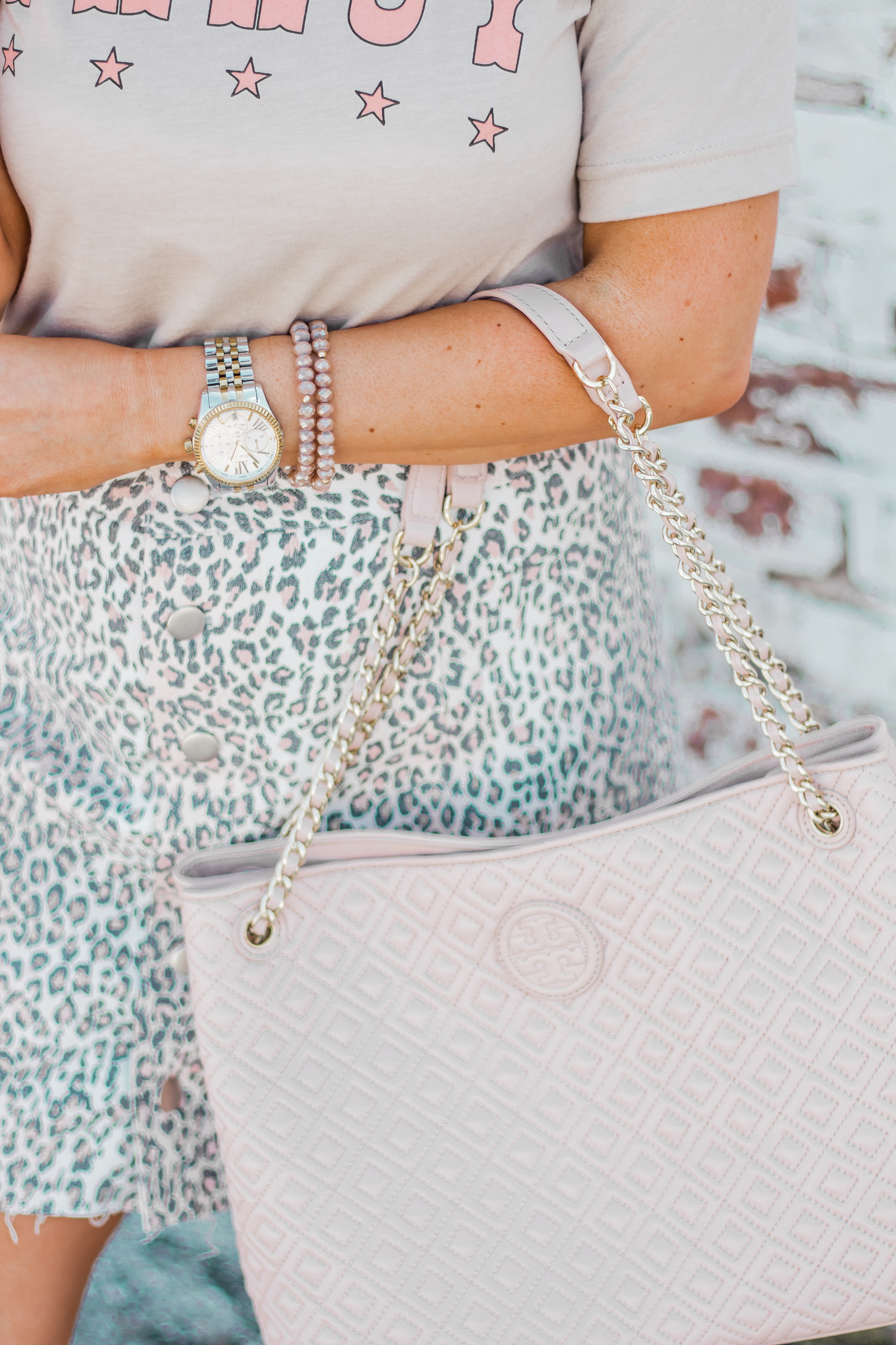 Fancy Graphic Tee-Leopard Skirt-Sugar Boutique-$250 Gift Card Giveaway-Tory Burch Fleming Bag-Quay Sunglasses-Sabby Style-Omaha Blogger-Women's Fashion-Spring Fashion-Summer Outfit-5